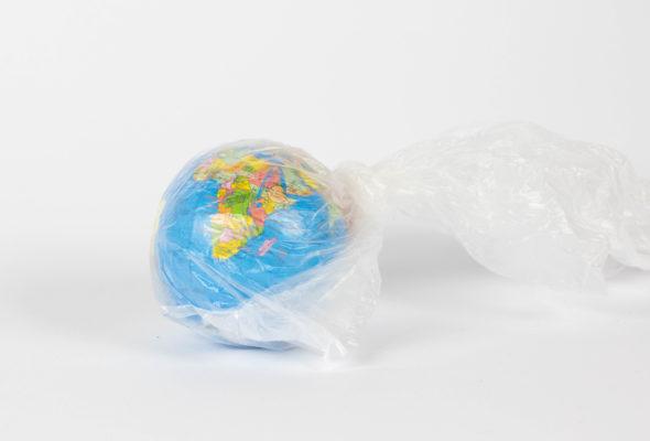 Globus in Plastiktüte eingewickelt Taschen